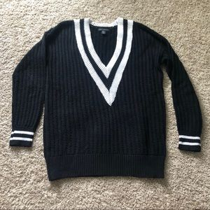EUC black and white v neck cotton sweater small
